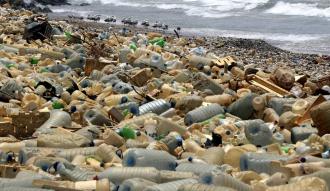 التلوث يفسد شواطئ لبنان : تعرف بالصور على اسوء 13 شاطئ في لبنان لا يُنصح بزيارتهم