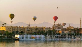 60 دقيقه واكثر من المغامرة فى رحلة البالون الطائر فى محافظة الاقصر
