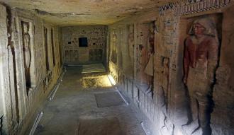 بالصور وزارة الاثار تكشف عن مقبرة اثرية جديدة بسقارة