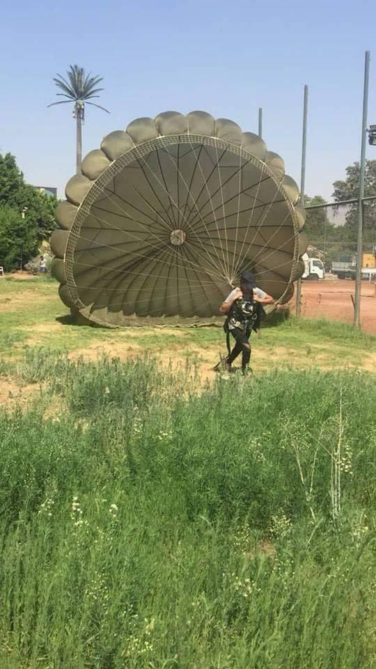 المظلة  parachuting - مركز شباب الجزيرة