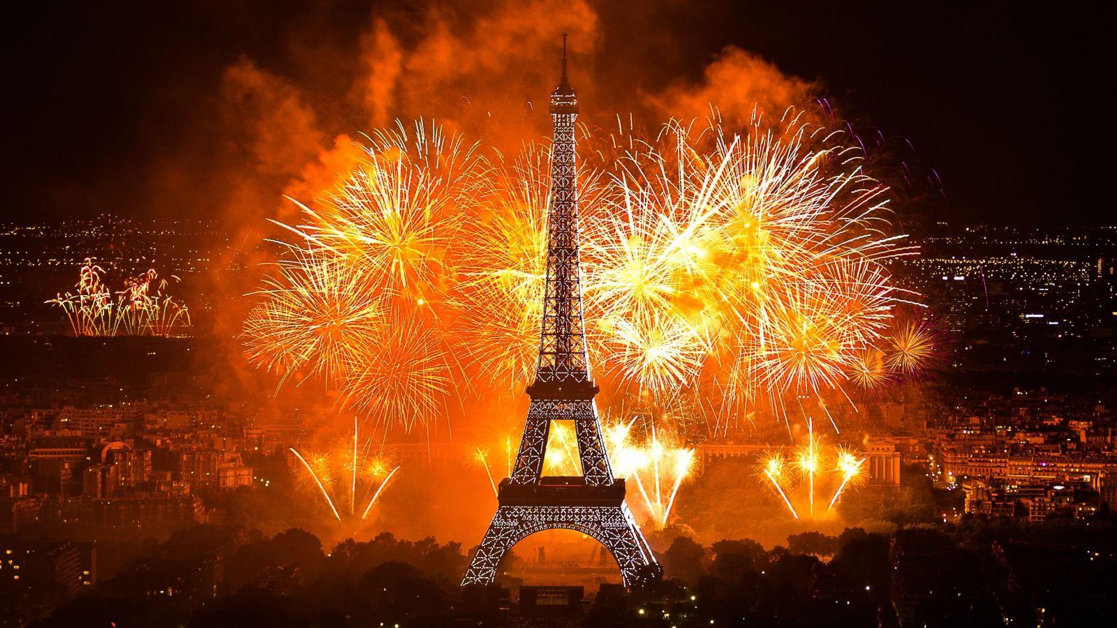 احتفالات راس السنة فى باريس فرنسا