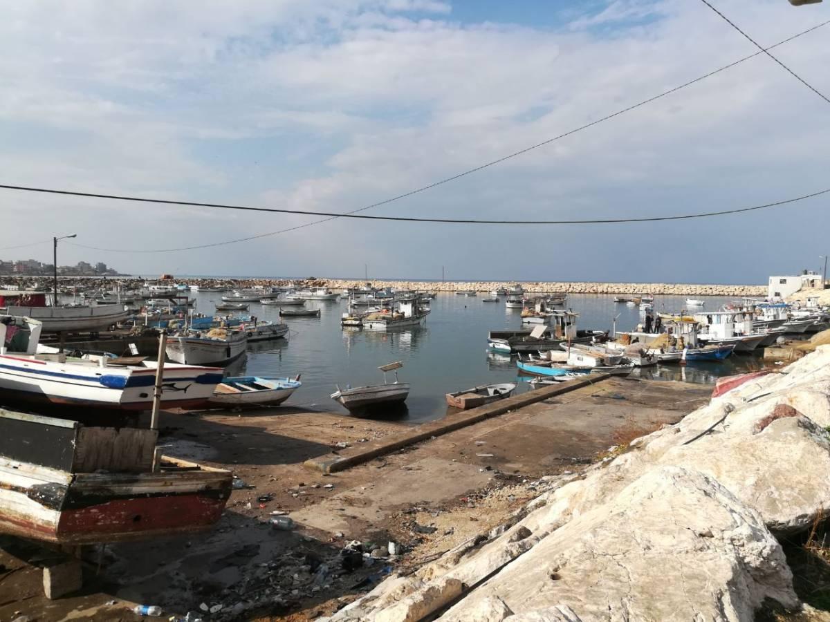 نسب تلوث عالي تغمر شواطئ لبنان