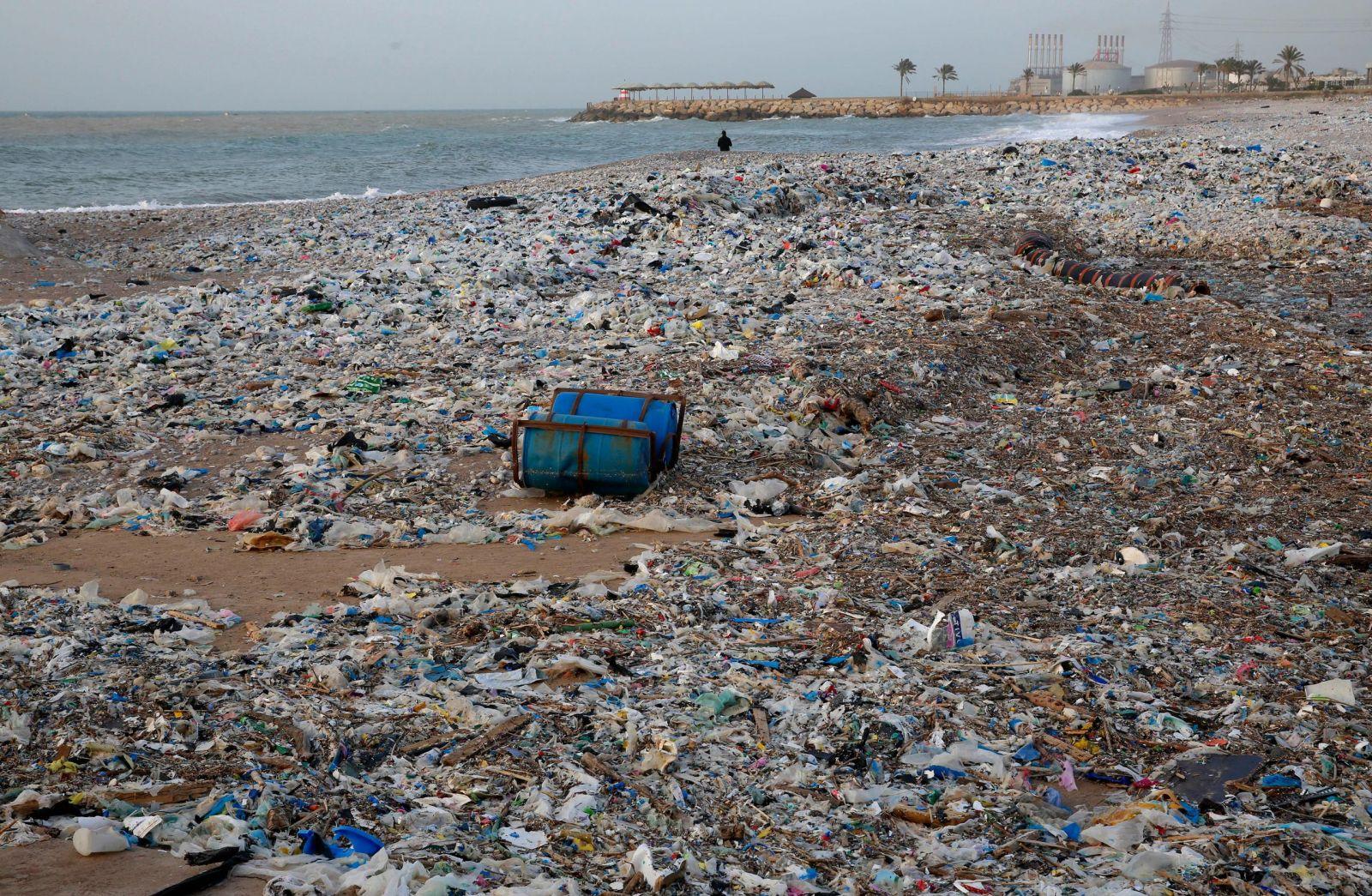 شواطئ لبنان الملوثة