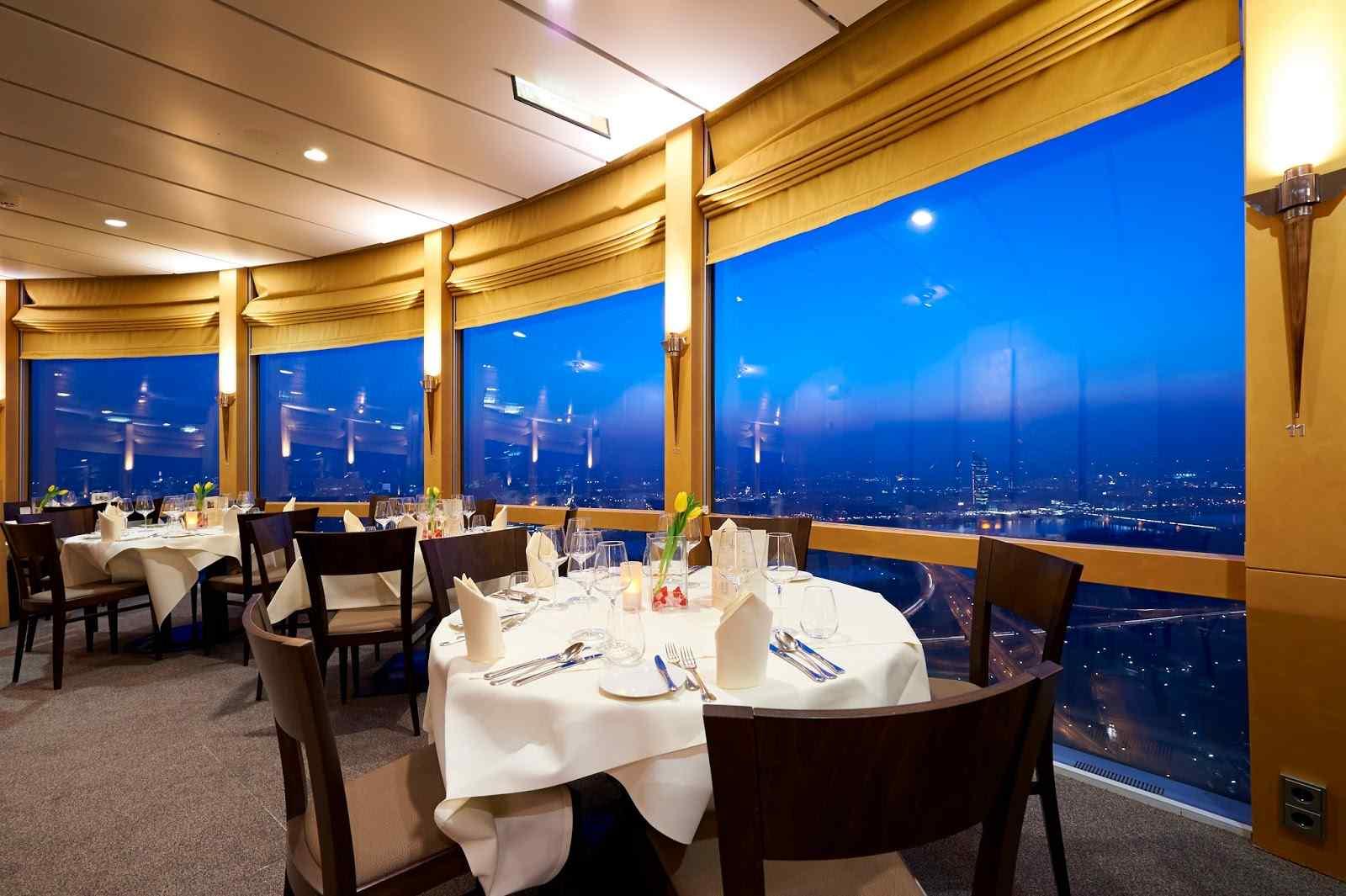 المطعم الدوار ببرج القاهرة