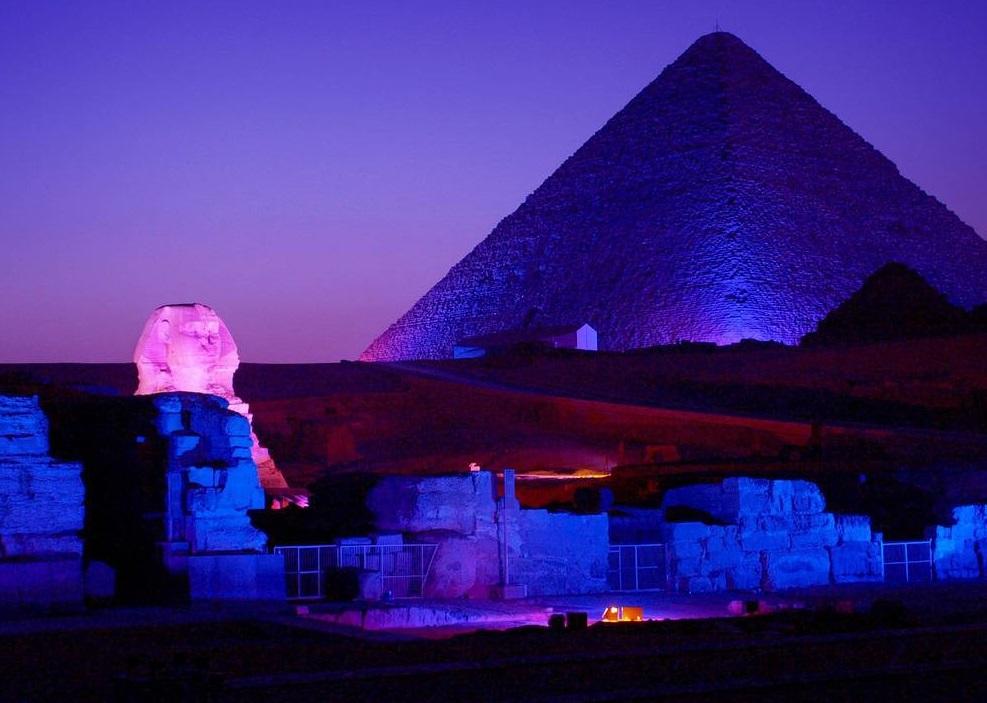 بالصور تعرف علي كل ما يخص عروض الصوت والضوء في اهرامات الجيزة